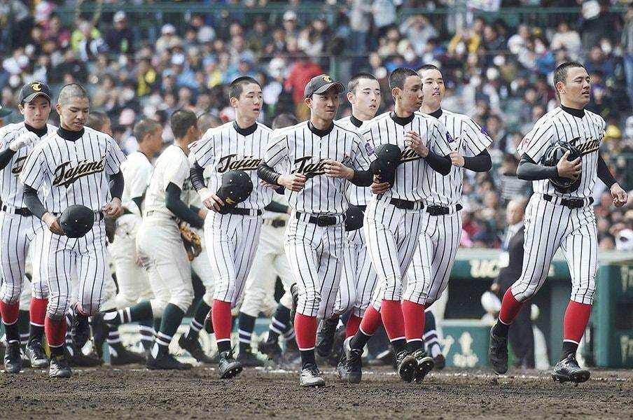 21失点の多治見応援席は笑顔だった。センバツ21世紀枠、なんかいいな。<Number Web> photograph by Kyodo News