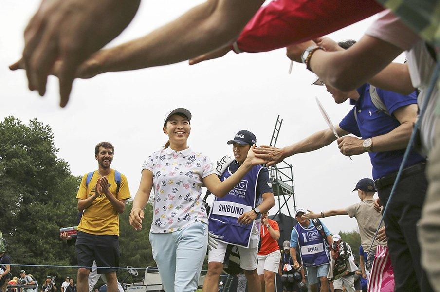 全英制覇・渋野日向子、笑顔の力。「見たことがない」米TVアナも驚愕。<Number Web> photograph by KYODO NEWS