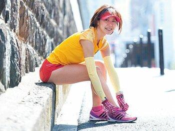<フルマラソン、みんなのマイ・ルール> 銀行員・三浦美佐子 「ウェアは派手に、ゼッケンは胸の高い位置に」<Number Web> photograph by Mami Yamada