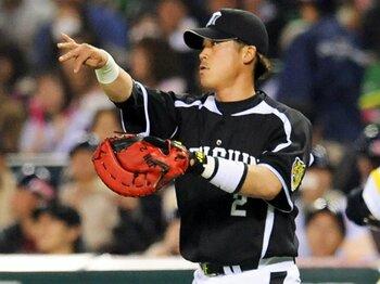 一塁転向を決めた城島が、持ち続けるチームへの思い。~名捕手は「膝の回復」を待つ~<Number Web> photograph by KYODO