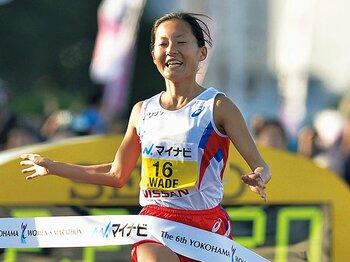 信じ続けた自分の可能性。岩出玲亜は東京の星となるか。~初マラソンで3位、強気の19歳~<Number Web> photograph by KYODO