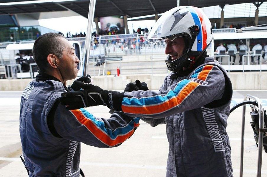 F1撤退マノーと日本人メカニック。「信頼関係」を最後まで貫いた男気。<Number Web> photograph by Manor