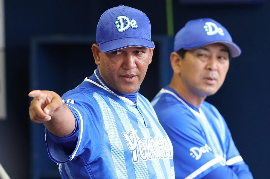 "DeNA、初CSこそ挑戦者の立場で!中畑氏が推奨する""イケイケ戦略""。<Number Web> photograph by NIKKAN SPORTS"