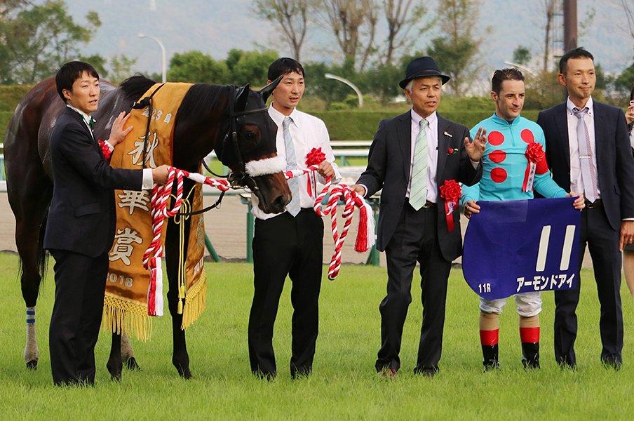 アパパネに続き、アーモンドアイで牝馬3冠達成した国枝調教師の手腕。<Number Web> photograph by Satoshi Hiramatsu