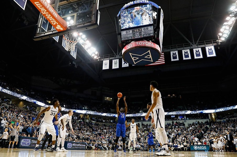 NBAを目指した日本人が感じた事。「上下関係や選手の萎縮が無い」<Number Web> photograph by AFLO