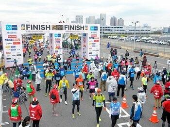 東京マラソンの日は、空気が綺麗!「走りたい」と思わせる人気の秘密。<Number Web> photograph by Hirofumi Kamaya