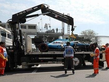 「セナの死」は生かされているか?F1でマンホール蓋直撃の珍事故。<Number Web> photograph by AFLO