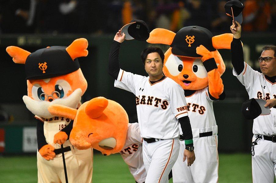 巨人ファンはつらいよ――の理由。高橋由伸監督を襲う試練と首位攻防。<Number Web> photograph by Hideki Sugiyama