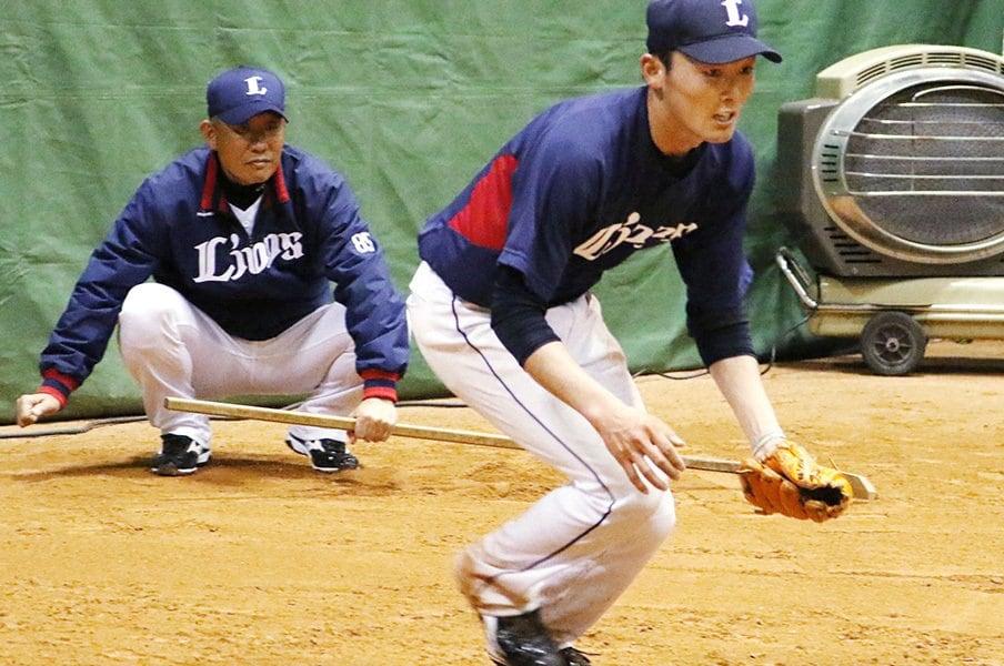 得意の守備も直され、打撃は大改革。西武・源田壮亮のショート獲り作戦。<Number Web> photograph by Kyodo News