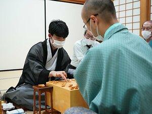 藤井聡太の天才性を名棋士はどう評したか 「現状で勝つプランがない」「まるでモーツァルト」【18歳で朝日杯3度目V】