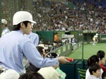 東京ドーム・エキサイトシート係員の独白<Number Web> photograph by Shoichi Hasegawa