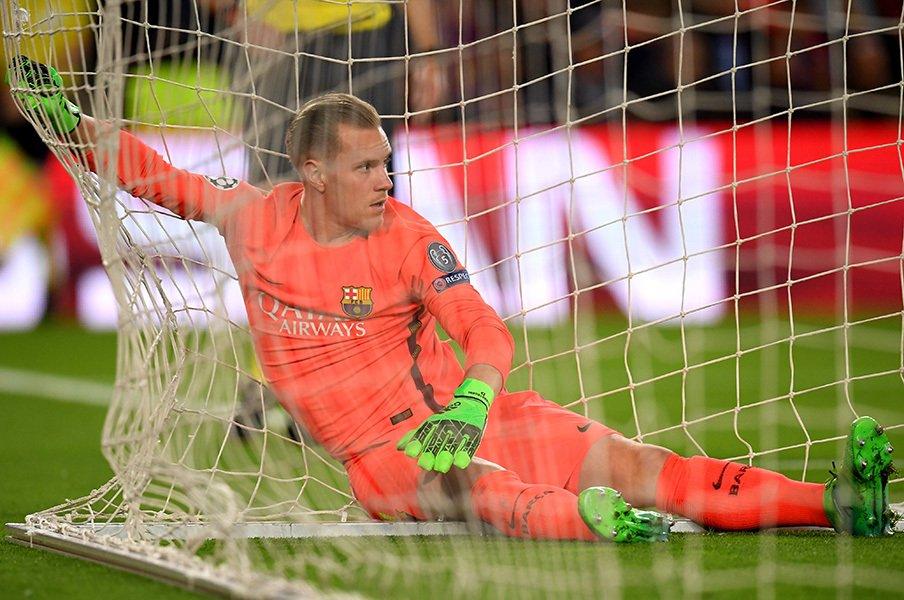 """バルサ最後方に""""GK版メッシ""""が。1対1に強すぎるテア・シュテゲン。<Number Web> photograph by Getty Images"""