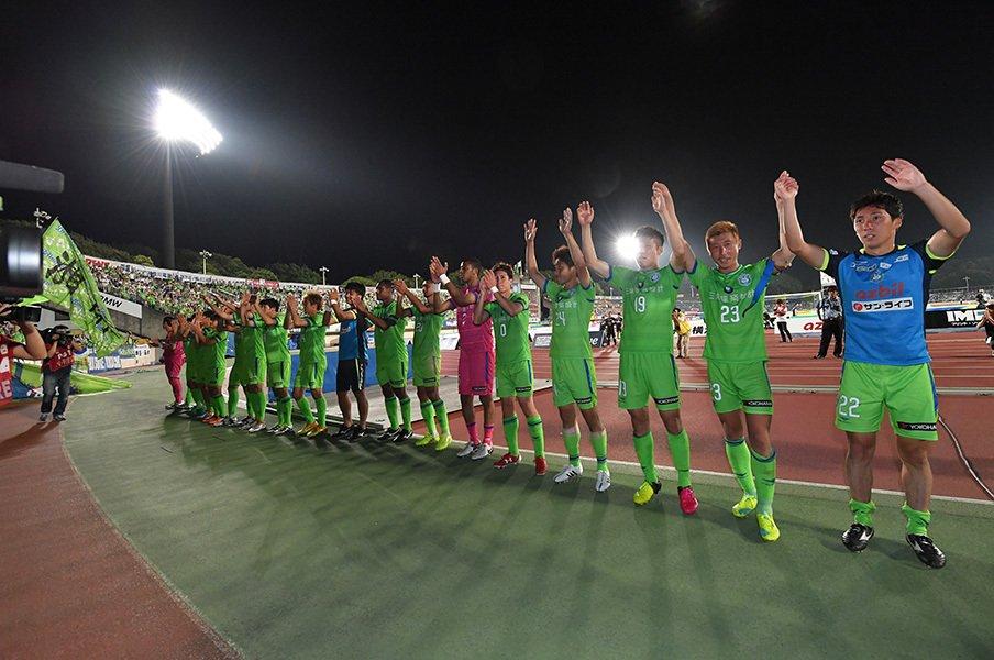 ついにホームで2連勝の湘南。曹監督が選手に伝えた3つの「I」。<Number Web> photograph by Shounan Bellmare