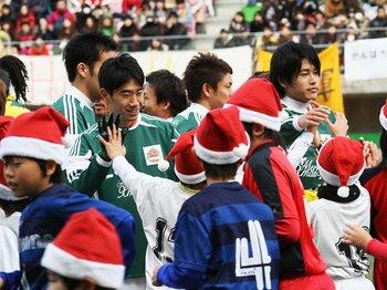 2011年、サッカー界にできたことは?震災で確認した「フットボールの力」。<Number Web> photograph by NIKKAN SPORTS/AFLO