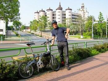 """""""巨大宗教都市""""としての東京を行く。ご立派建築にイマドキの信心を見る。<Number Web> photograph by Satoshi Hikita"""