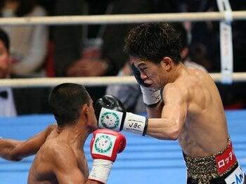 井岡一翔の右ストレートが証明した、ボクシングにおける1.36kgの物理学。<Number Web> photograph by Akihiro Sugimoto/AFLO SPORT