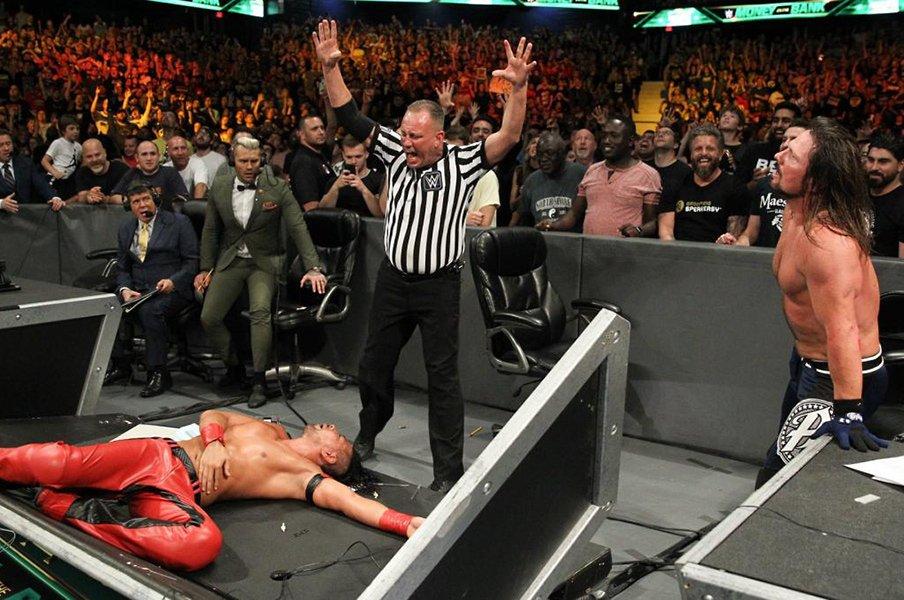 4度目の決戦は年間ベストバウト級。中邑真輔vs.AJスタイルズのドラマは続く。<Number Web> photograph by (C)2018 WWE, Inc. All Rights Reserved.