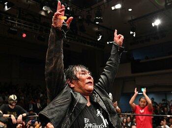 大仁田厚、43年間のプロレスラー終焉。引退後もリングでレフェリー・デビュー。<Number Web> photograph by Essei Hara