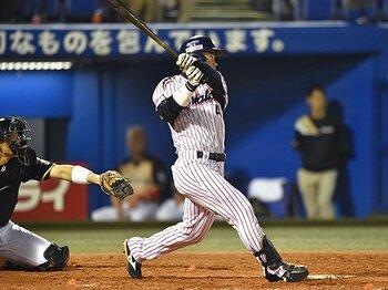 """野手転向と怪我を乗り越えた、ヤクルト・雄平の""""復活劇""""。<Number Web> photograph by Hideki Sugiyama"""