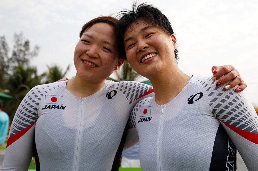 1台の自転車を2人でこいで銀メダル。鹿沼由理恵と田中まいは本当のペア。<Number Web> photograph by AFLO