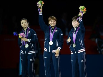 """ついに日本卓球界の努力が結実!福原、石川、平野達の""""夢のメダル""""。<Number Web> photograph by Tetsuya Higashikawa/JMPA"""