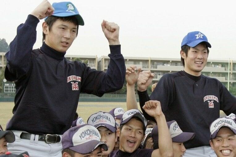涌井秀章(左)、石川雄洋/横浜 / photograph by Kyodo News