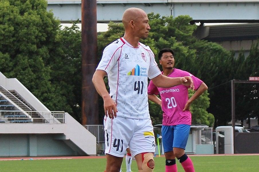 """土屋征夫43歳、今も""""J5""""で現役。「親子対決、真剣勝負で行くよ」<Number Web> photograph by Isao Watanabe"""