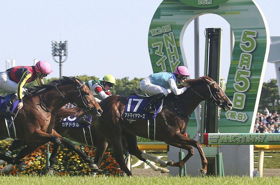 日米で起きた2つの降着の違いとは。競馬の世界標準ルールとアメリカ式。<Number Web> photograph by Kyodo News