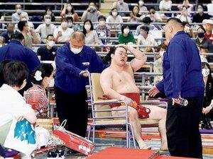 """「脳震とうを起こしているため」炎鵬は不戦敗に怪訝な表情も…〈新規則〉は相撲界の""""不幸な事故""""を防げるか?"""