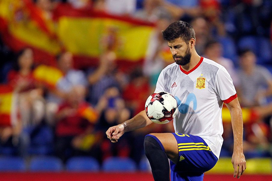 ピケに「お前の国はスペインだ!」カタルーニャと代表、漏らした本音。<Number Web> photograph by AFLO