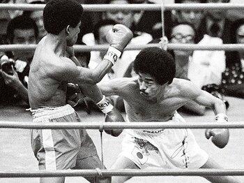 ボクシング殿堂入りが決定。具志堅用高の偉大さとは。~「沖縄」を背負った13度の防衛~<Number Web> photograph by KYODO