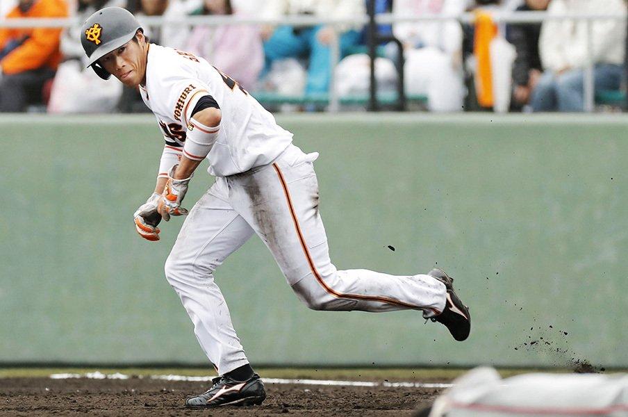 高橋・巨人、後半戦の鍵握る2番打者。山本泰寛と重信慎之介が競うが……。<Number Web> photograph by Kyodo News