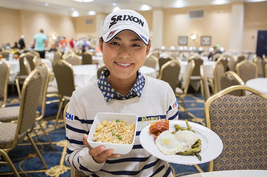 横峯さくらはツアーで何を食べている?米国で戦う事=食事との戦い、の実態。<Number Web> photograph by Shizuka Minami