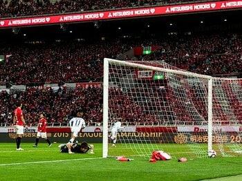 勝点63のG大阪が2位、72の浦和が3位。その順位表にサッカーへの愛はあるか。<Number Web> photograph by Atsushi Kondo