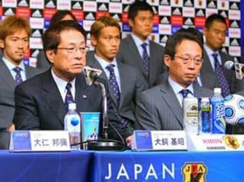 岡田ジャパン内閣改造計画。流れを変える新コーチは誰か?<Number Web> photograph by Akihiro Sugimoto/AFLO SPORT