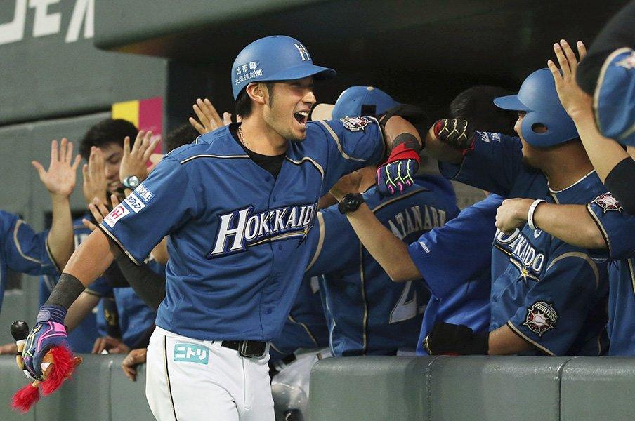 「2番に送りバント」は安易すぎ?西武源田と日本ハム大田は強攻型。<Number Web> photograph by Kyodo News