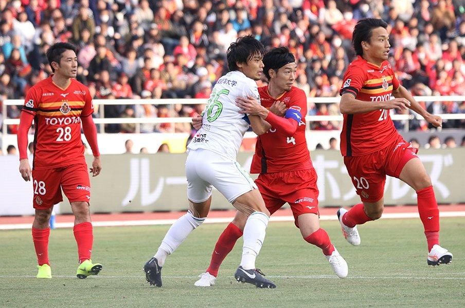 あの一瞬が無ければ湘南が16位に!?岡本拓也、超ファインプレーの真実。<Number Web> photograph by Takahito Ando