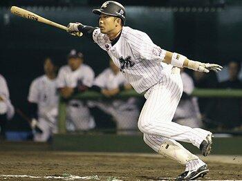 """遅れてきたロッテの切り札。高濱卓也""""ひと振り""""にかける1年。<Number Web> photograph by Kyodo News"""
