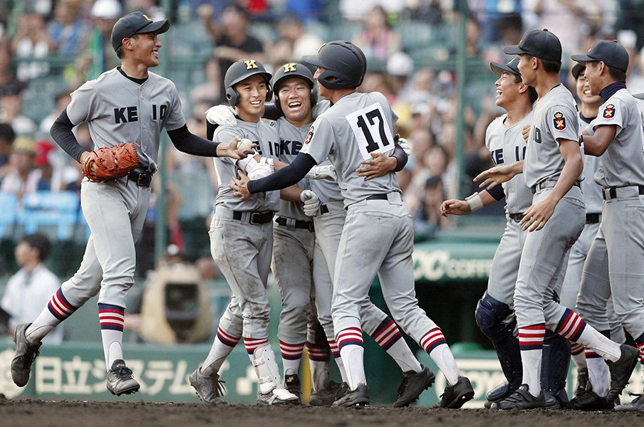 甲子園で響き渡った慶應の応援歌。『烈火』と野球部の10年物語。<Number Web> photograph by Kyodo News