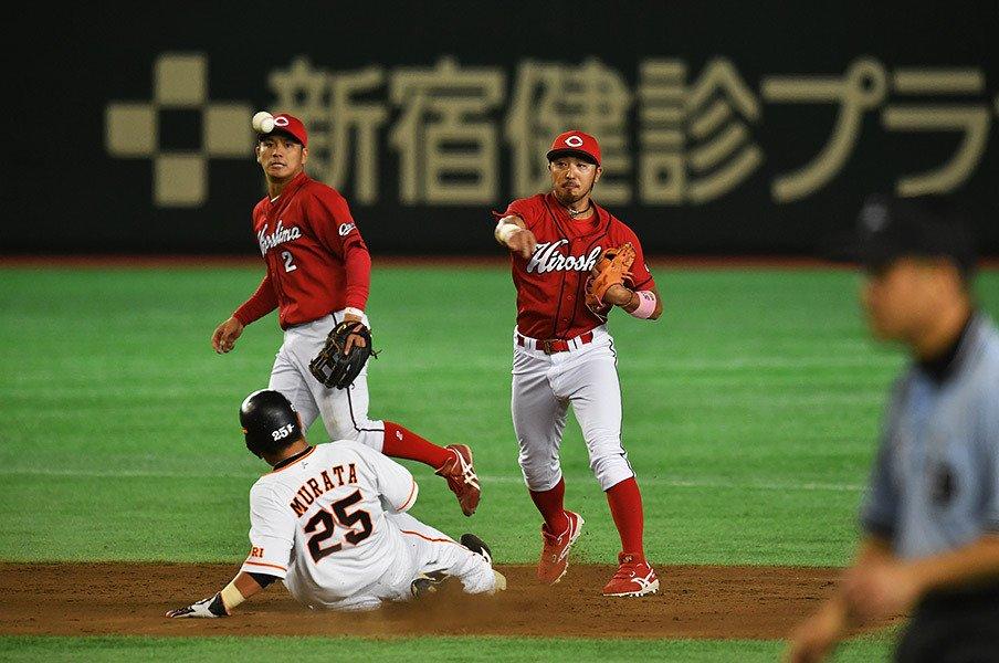"""田中+キクマルは""""毛利の三矢""""だ。カープ同学年の3人、兄弟的な関係。<Number Web> photograph by Hideki Sugiyama"""