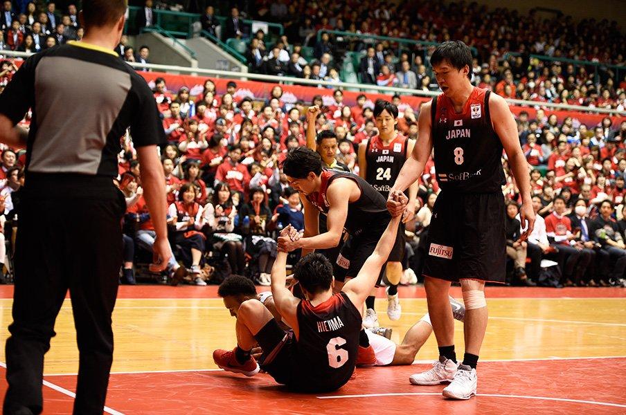 バスケ男子代表のHCが語る仕事論。選ぶ人か、鍛える人か、勝負師か。<Number Web> photograph by Naoya Sanuki