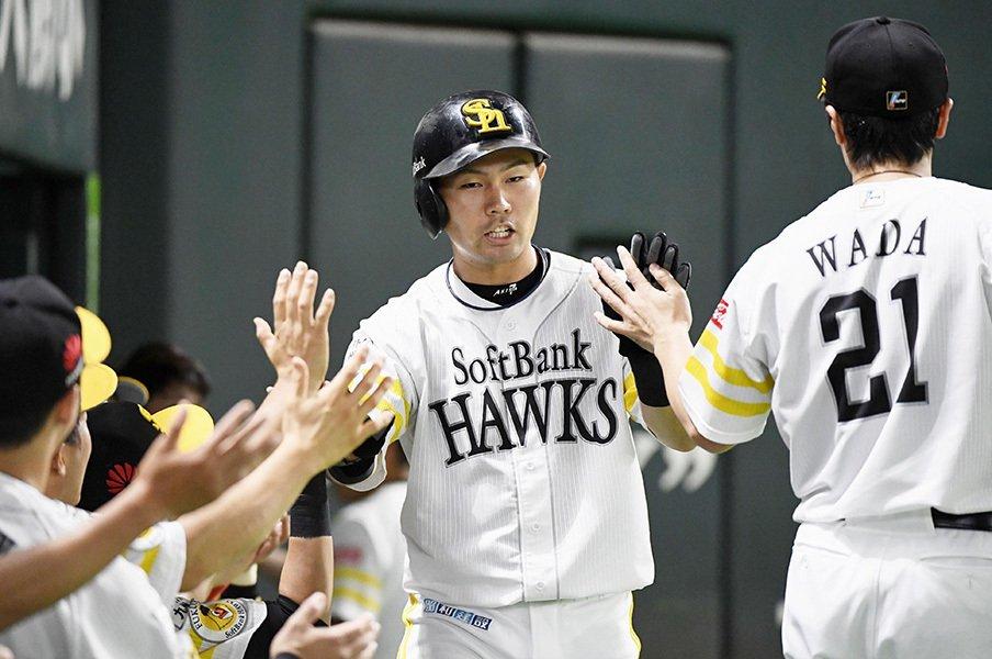 """""""高校球児・中村晃""""は邪険だった。それでも周囲に愛される、素の男。<Number Web> photograph by Kyodo News"""
