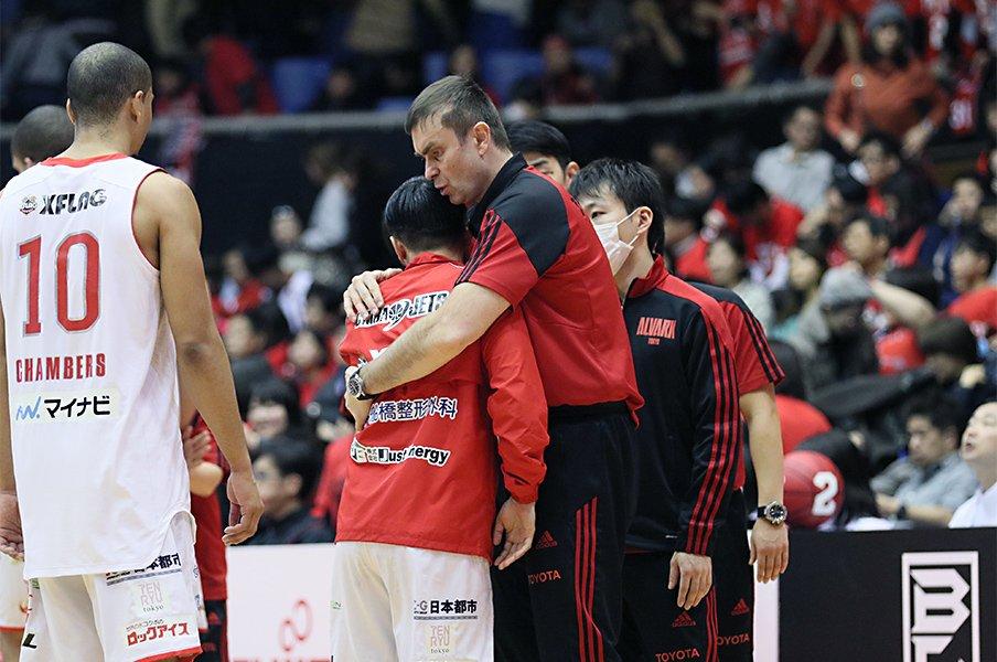 Bリーグで最強に熱いHCは東京に。ルカ・パヴィチェヴィッチの素顔。<Number Web> photograph by B.LEAGUE