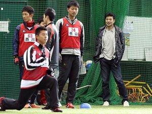 広島、緒方体制2年目は強烈な逆風。サンフレッチェに学ぶ「3本の矢」。