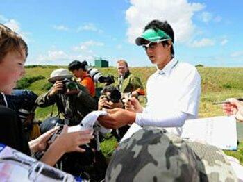 サインすべきか、無視するべきか? 石川遼の想い出は尾崎将の怖い顔。<Number Web> photograph by Getty Images