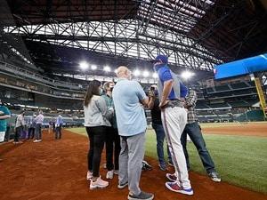 """久々の対面取材に秋山翔吾とダルビッシュ有は何を語った? 「元通りを目指す」MLBで見た""""新たな問題""""〈現地レポート〉"""