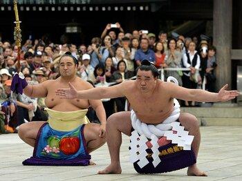 日馬富士の横綱昇進で白鵬はふたたび輝くか。~綱を張って5年、心機一転の時~<Number Web> photograph by KYODO