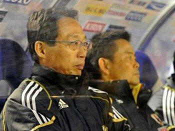 曲がり屋の監督と曲がり屋の協会。~サッカー協会の「リスク」って?~<Number Web> photograph by Toshiya Kondo