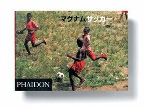 ボールがあれば蹴る。心を豊かにする写真集。~『マグナムサッカー』が捉えた風景~