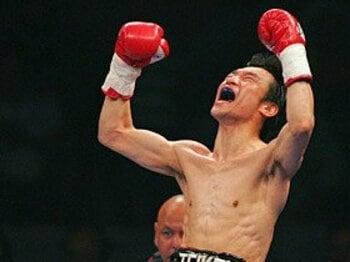 西岡の海外防衛戦が示すボクシング界の台所事情。~海を渡る日本人王者の時代~<Number Web> photograph by REUTERS/AFLO